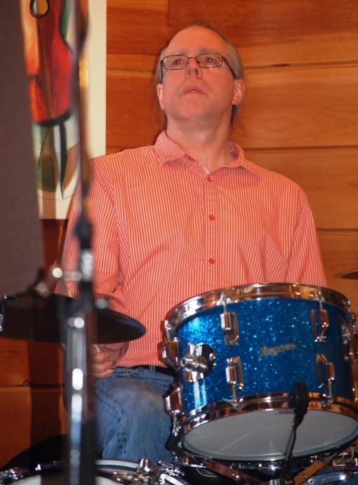 l Drummer 122